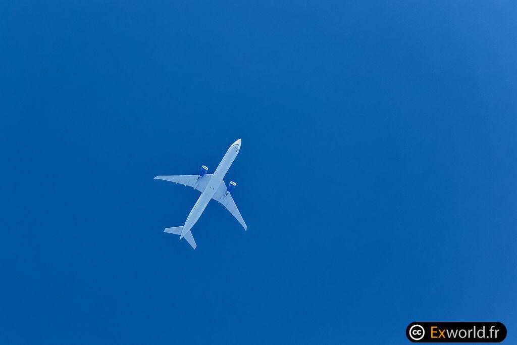 N2749U B777-300(ER) United Airlines
