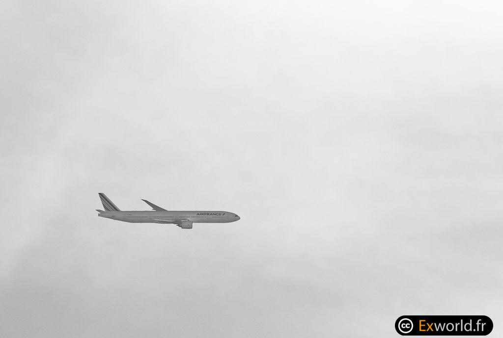 B777-328 F-GSQX Air France